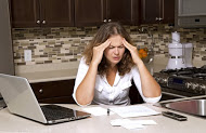 overwhelmed-woman-kitchen-remodeling-lotz